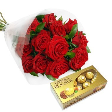 Bouquet especial de 12 rosas y chocolates Ferrero Rocher.