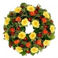 Corona de rosas, crisantemus y gerberas