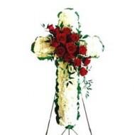 Cruz crisantemos con centro de rosas