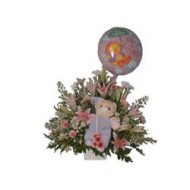 Tierna canasta para reci�n nacido de flores variadas acompa�adas de un peluche y un globo