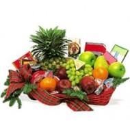 Canasta navideña con frutas y dulces