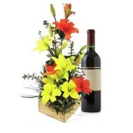 Arreglo de lirios con vino